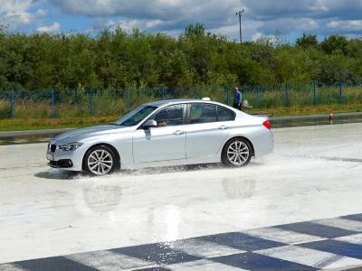 doskonalenie techniki jazdy autodrom