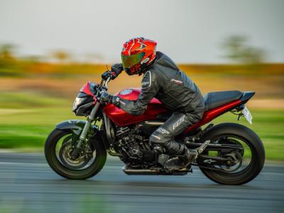 szkolenie motocyklowe na torze autodrom pszczółki